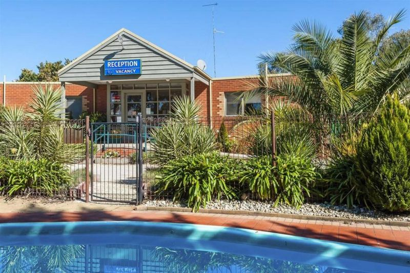 COMFORT INN COACH AND BUSHMANS - Lismore Accommodation