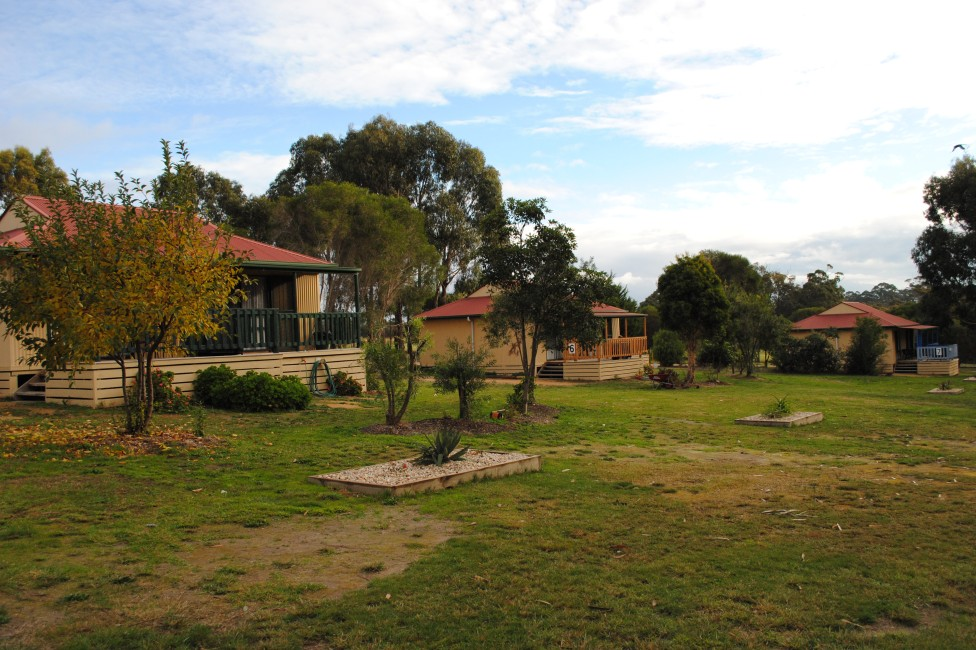 Lakes Entrance Country Cottages - Lismore Accommodation