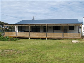 Surfin Sceales Beach House - Lismore Accommodation