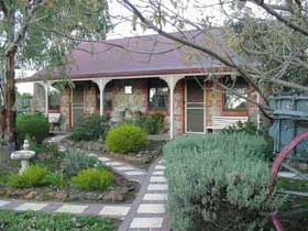 Langmeil Cottages - Lismore Accommodation