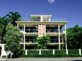 Cairns Beachfront Apartment - Lismore Accommodation