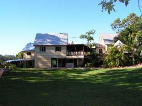 Glasshouse Mountains Ecolodge - Lismore Accommodation