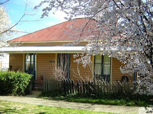 Cooma Cottage - Accommodation - Lismore Accommodation