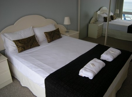 Pacific Regis Beachfront Apartments - Lismore Accommodation