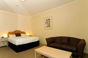 Quality Hotel Tiffins on the Park - Lismore Accommodation