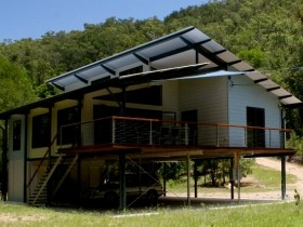 Creek Valley Rainforest Retreat - Lismore Accommodation