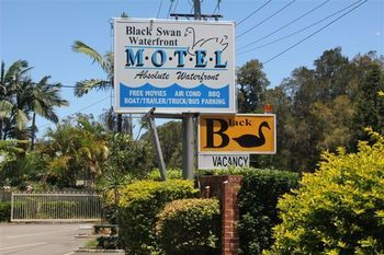 Black Swan Waterfront Motel