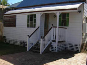 A Pine Cottage - Lismore Accommodation