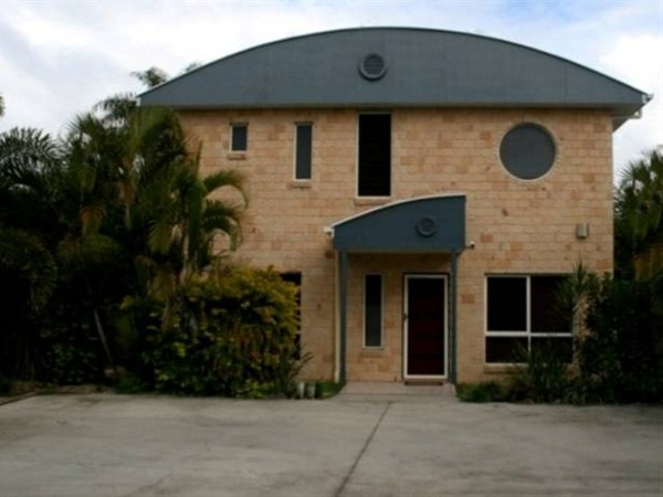 Beach House Redcliffe - Lismore Accommodation