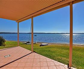 Luxury Waterfront House - Lismore Accommodation
