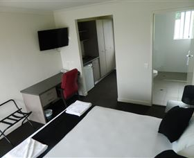 Dooleys Tavern and Motel Springsure - Lismore Accommodation