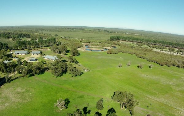 Sandy Lake Farm Stay Accommodation Gingin WA