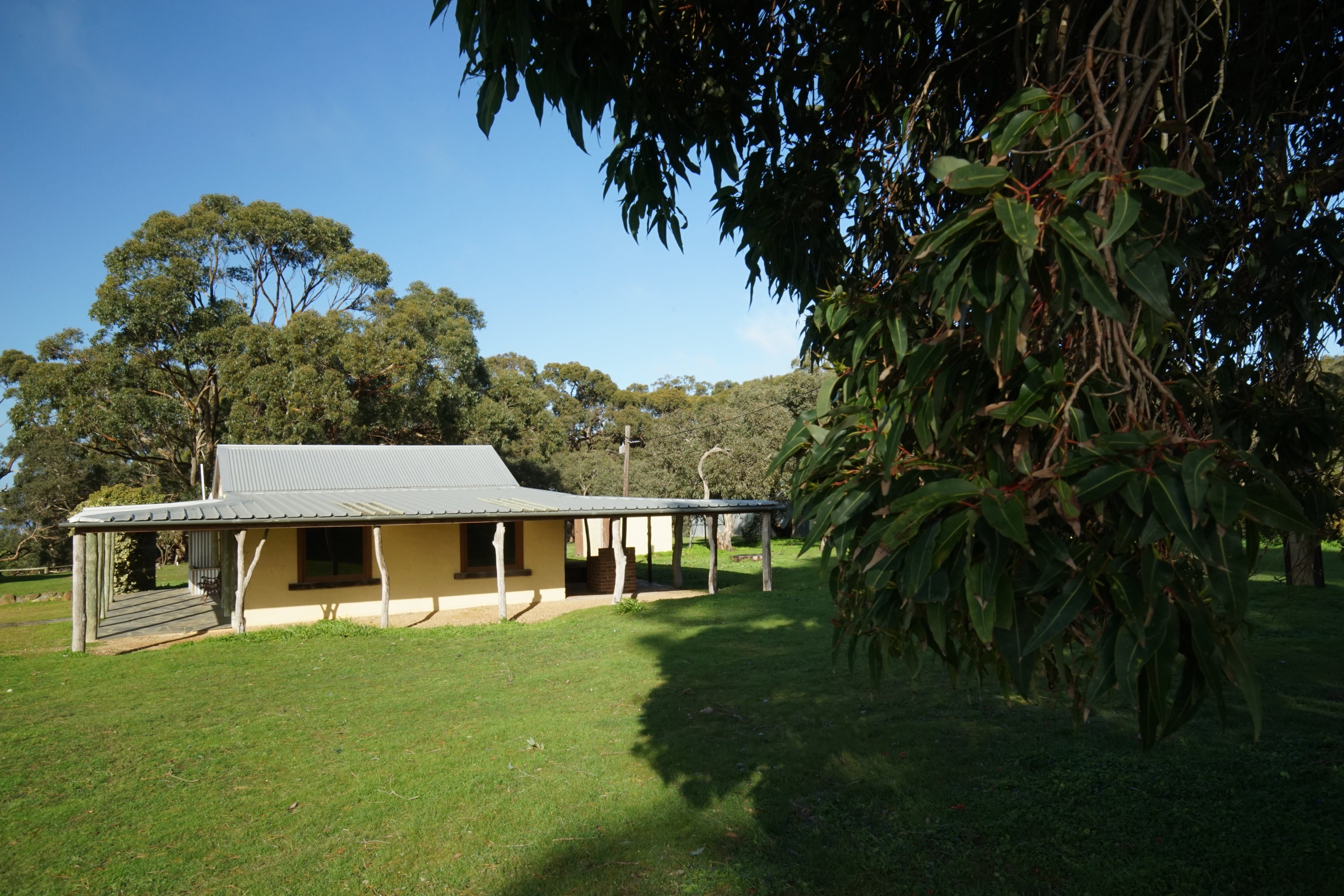 Southern Ocean Retreats - Goondooloo Cottage - Lismore Accommodation