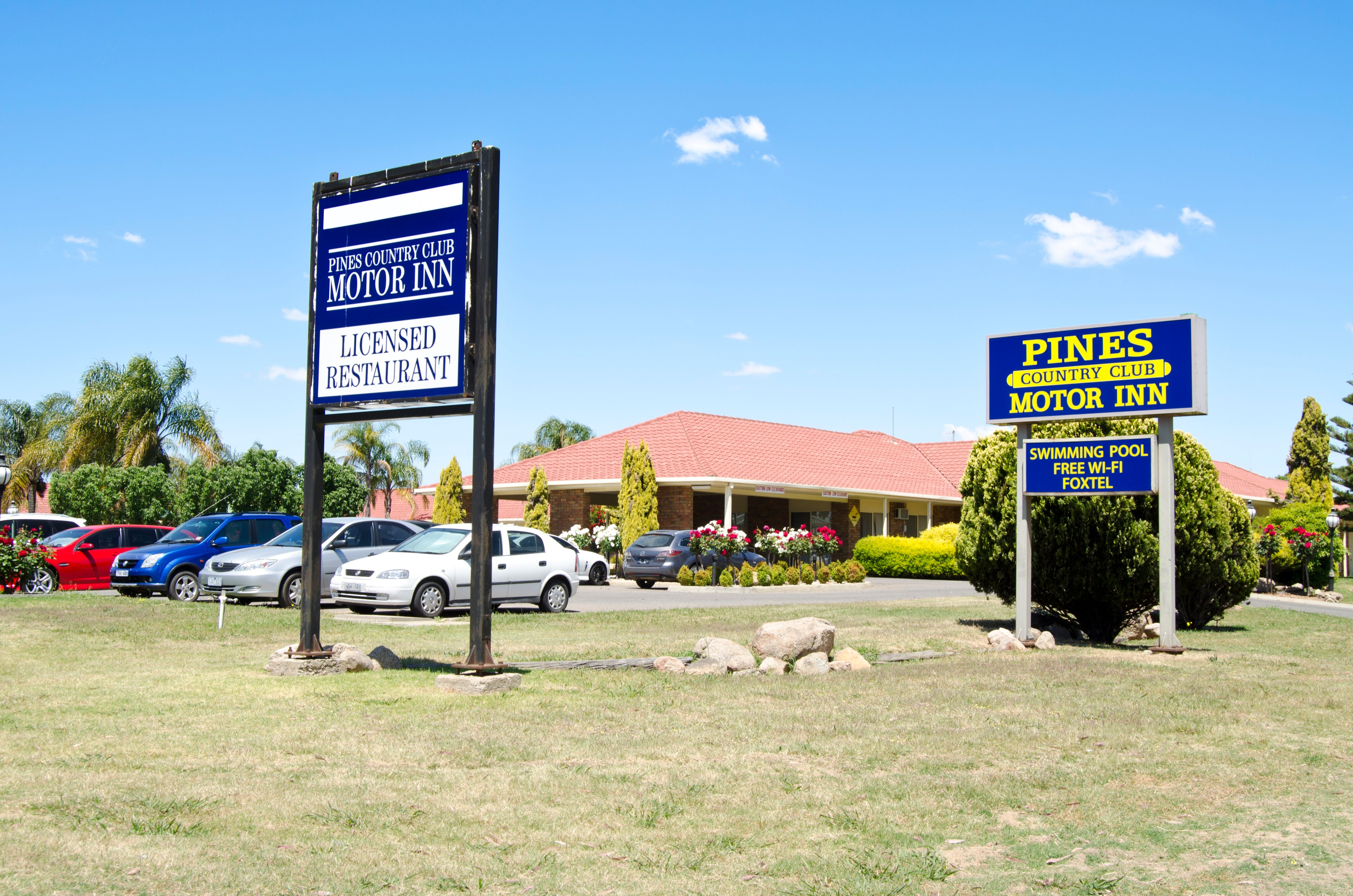 Pines Country Club Motor Inn - Lismore Accommodation