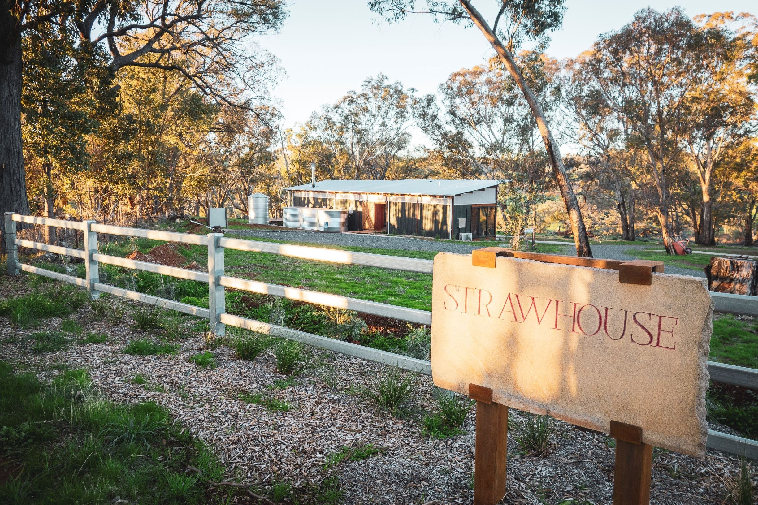 Strawhouse - Lismore Accommodation