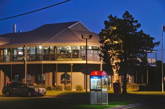 St Kilda Beach Hotel - Lismore Accommodation