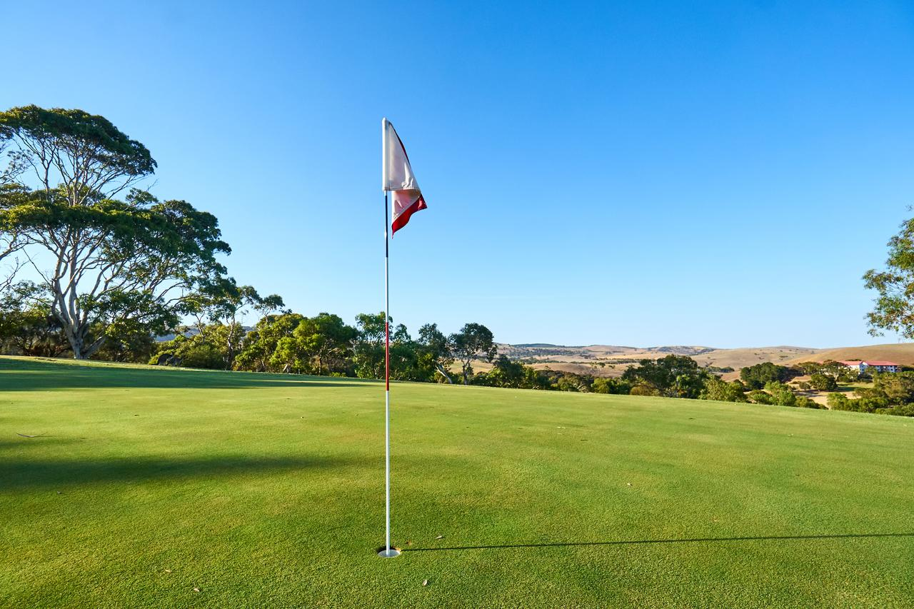 New Terry Hotel  Golf Resort - Lismore Accommodation