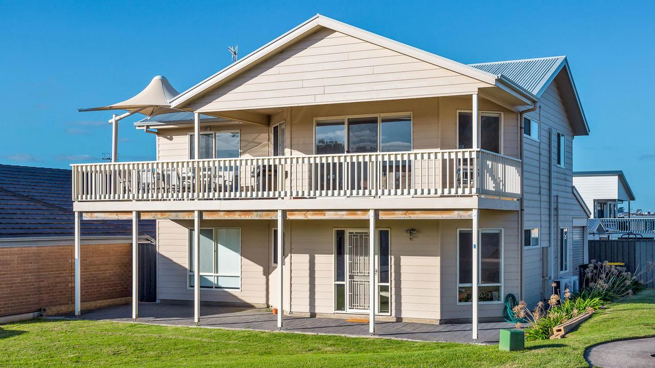 Rocks Beach House Victor Harbor - Lismore Accommodation