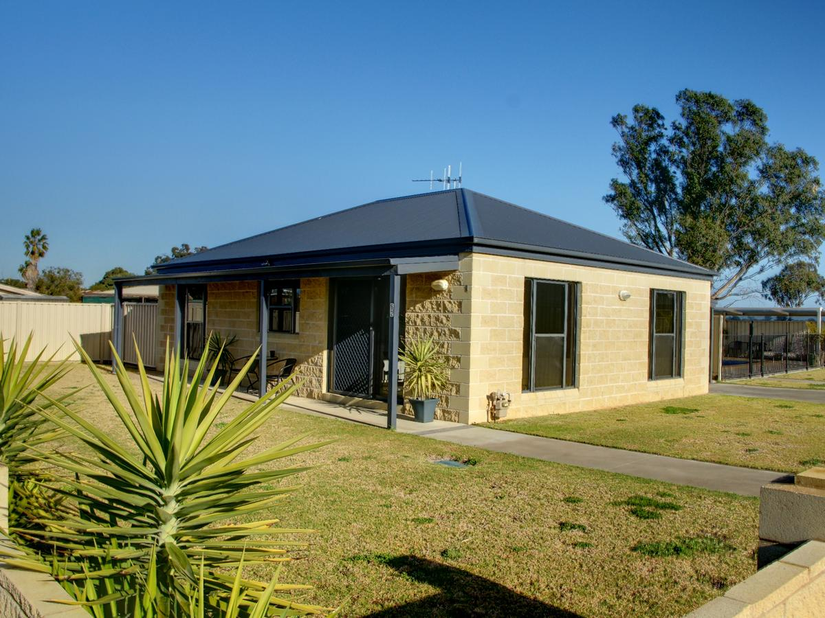 DBJ Holiday Units - Lismore Accommodation