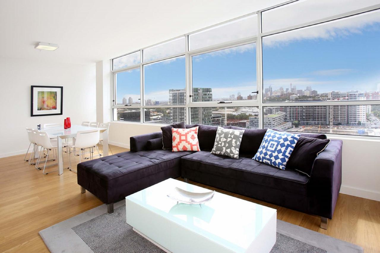 Gadigal Groove - Modern and Bright 3BR Executive Apartment in Zetland with Views - Lismore Accommodation