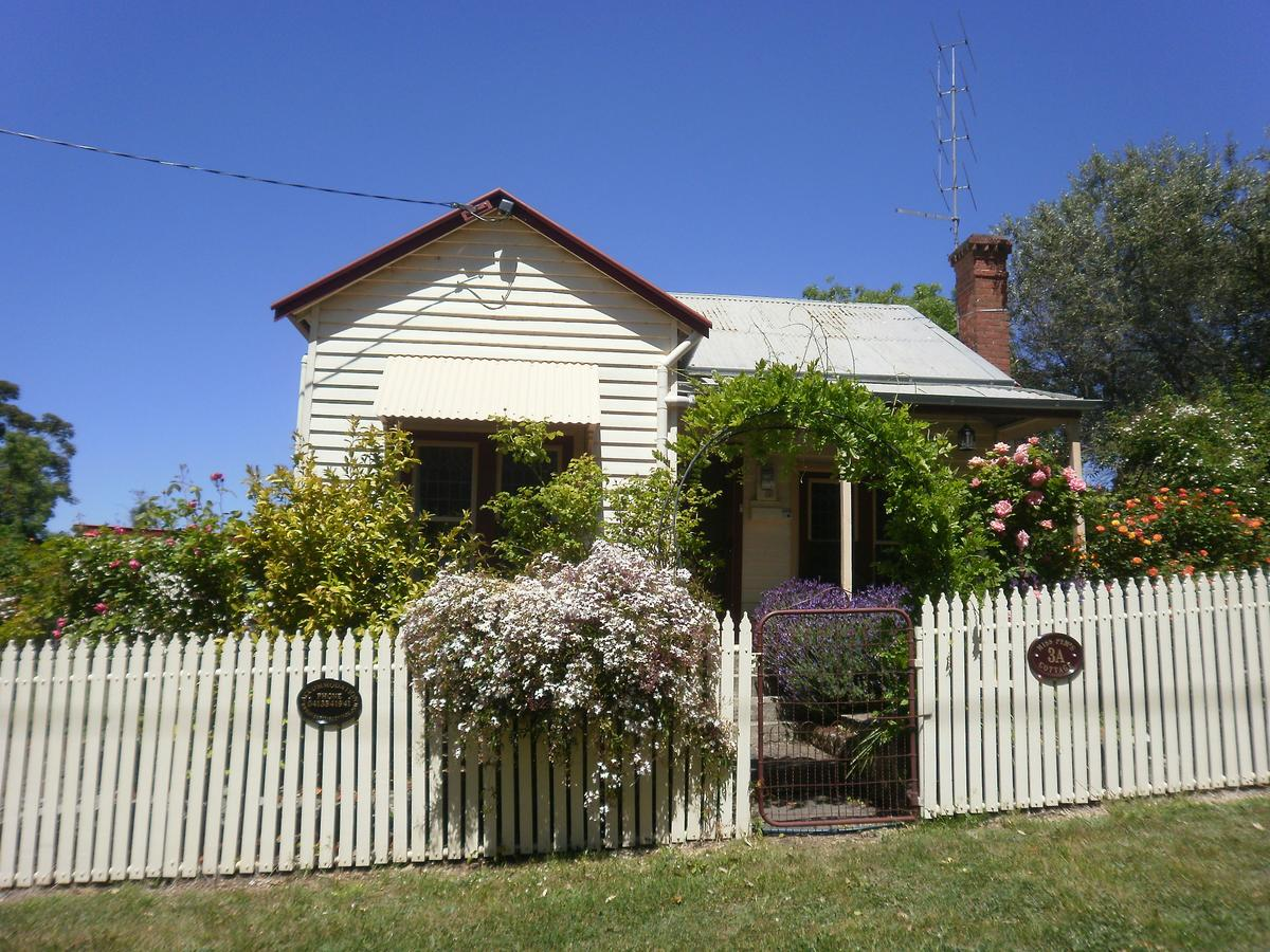 Miss Pym's Cottage - Lismore Accommodation