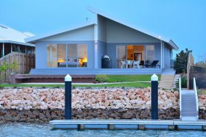 The Carnarvon Luxury Canal Home - Lismore Accommodation