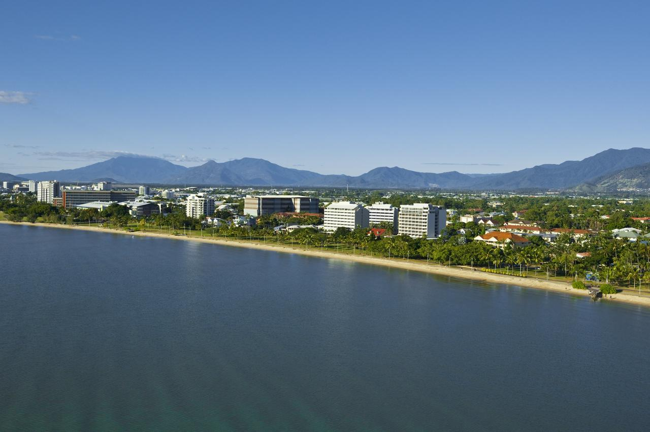 Holiday Inn Cairns Harbourside - Lismore Accommodation